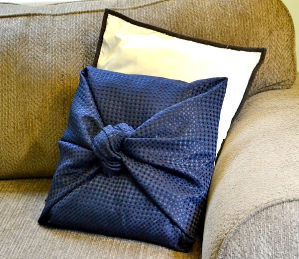 Making Decorative Pillows Ideas : No-Sew Pillow Covers Tutorial and Pattern Ideas Stitch Piece n Purl